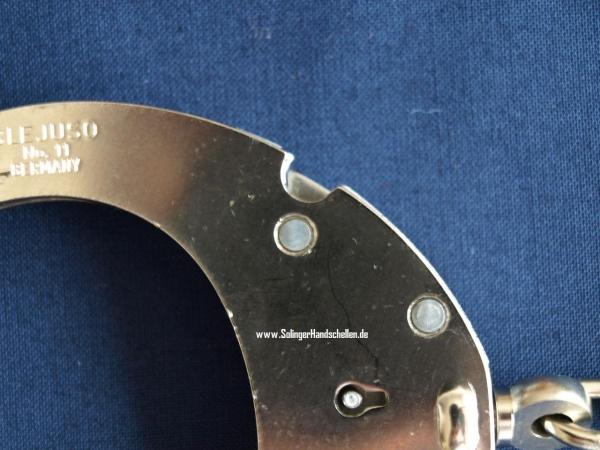 Clejuso Nummer 11 - Handschellen