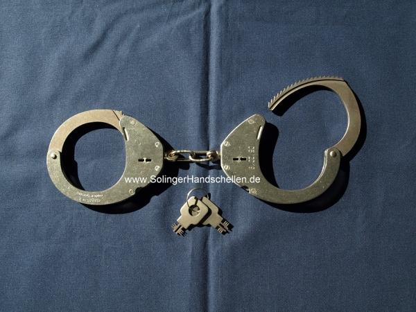 Clejuso Nr. 9 - Polizeihandschellen